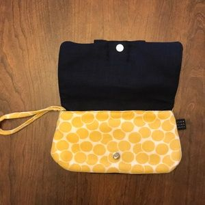 1154 Lill Studio Bags - 🌺 3/$25: 1155 Lill Studio clutch